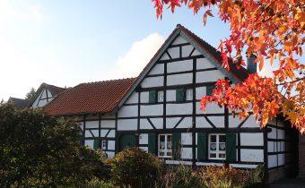 Herbstlicher Hof Jakobs