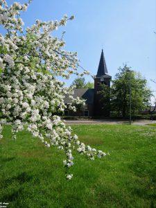 Kirche Rickelrath im Frühling