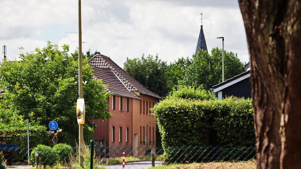 Ortseingang Rickelrath aus Richtung Friedhof