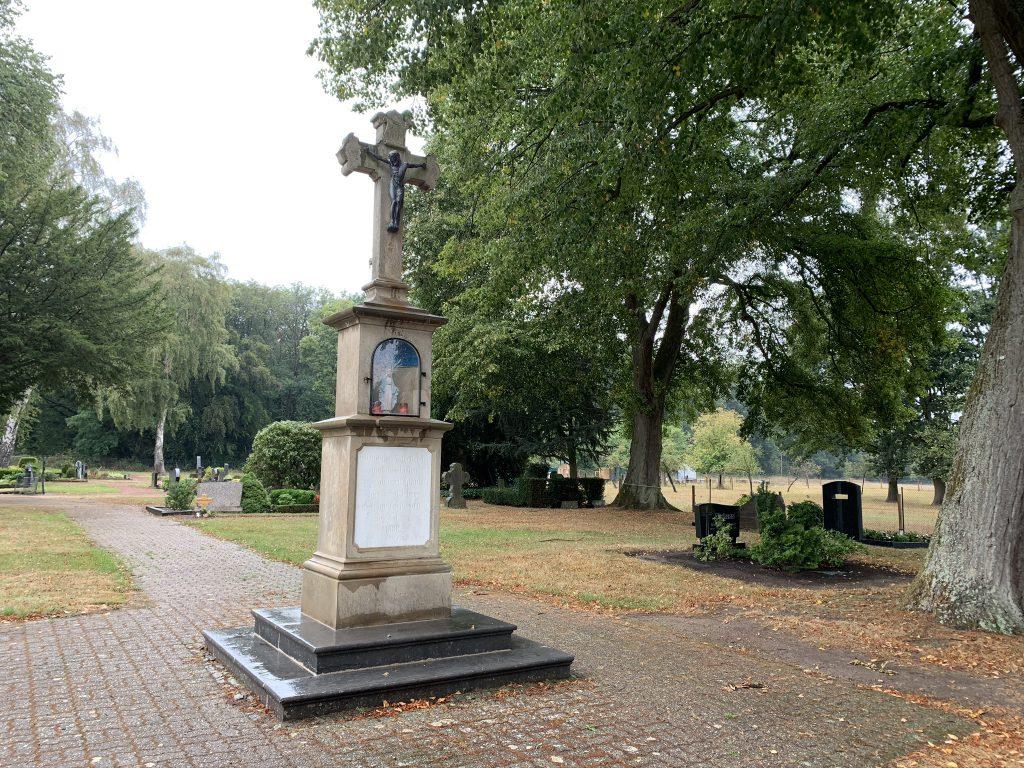 Friedhofskreuz Rickelrath