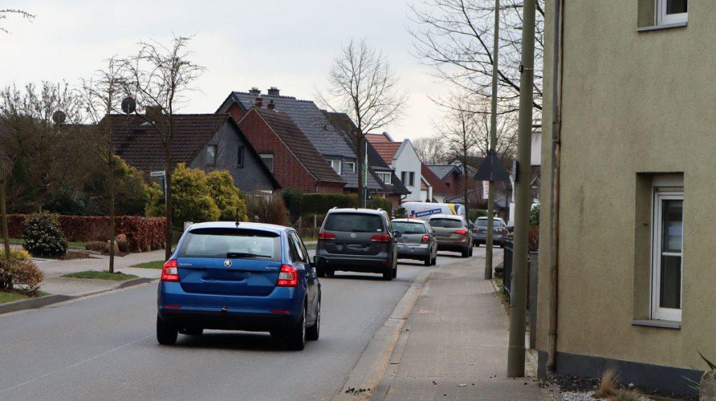 Feierabendverkehr auf der Dülkenerstraße