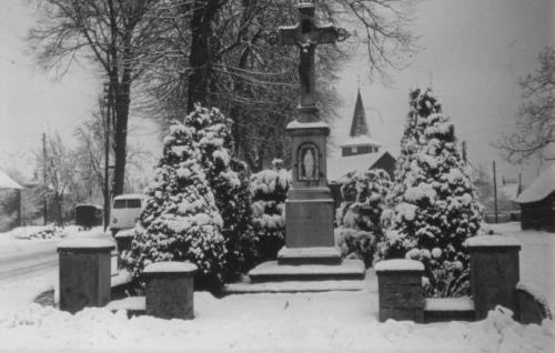 Historisches Rickelrath Dorfkreuz im Winter